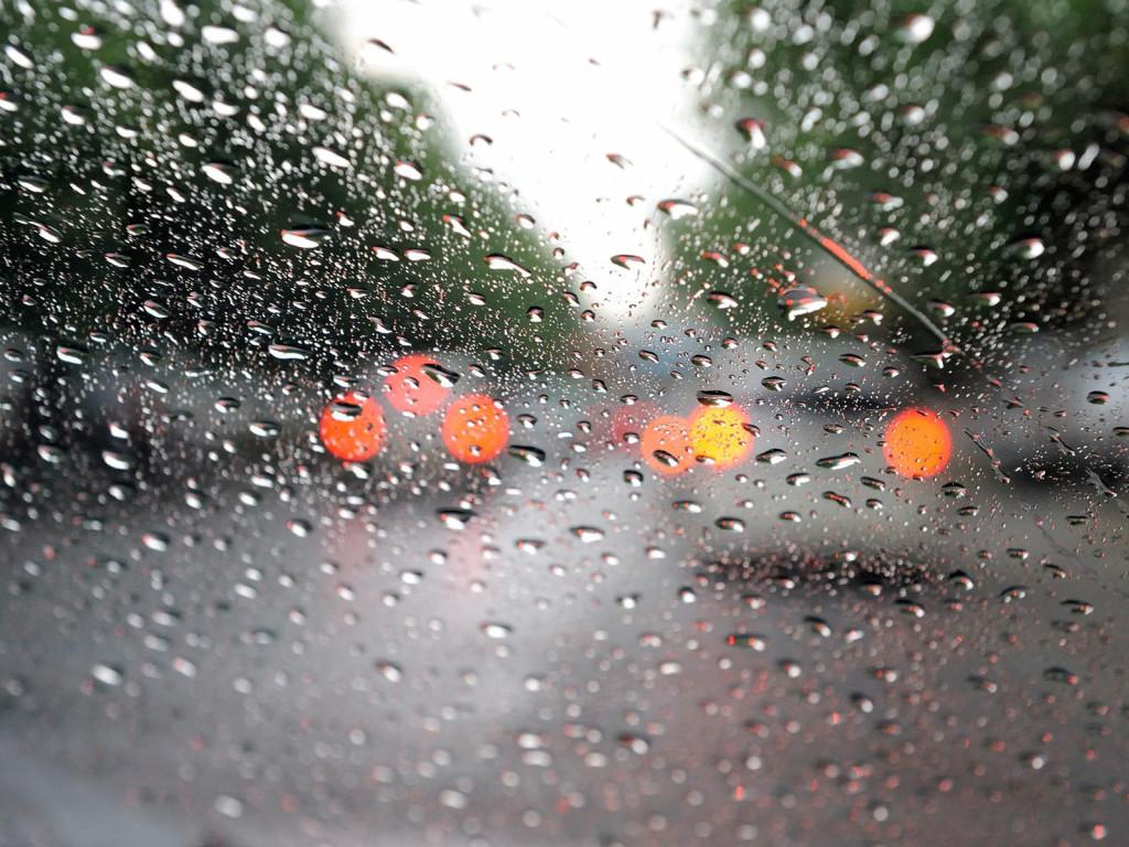 Rain Drops on Glass Wallpapers 2_0