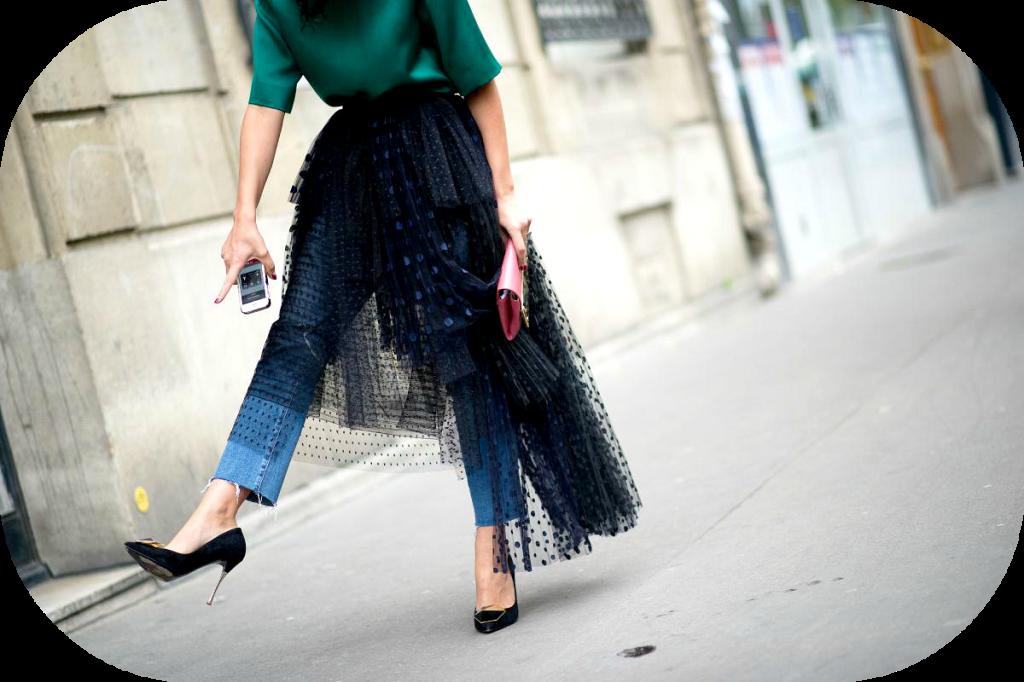 paris-street-style-Yasmin-Sewell-black-tutu-tulle-jeans-heels-pumps
